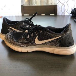 Nike Women's Free Run Distance Running Shoe Black
